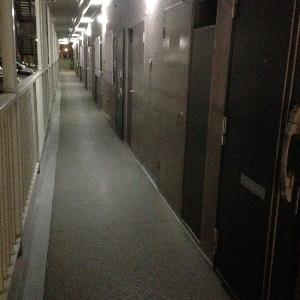 マンション共用廊下掃除